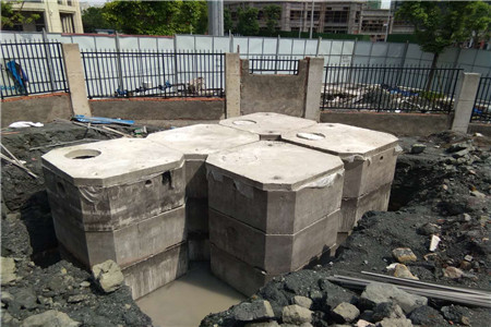 南方学院成品生化池安装